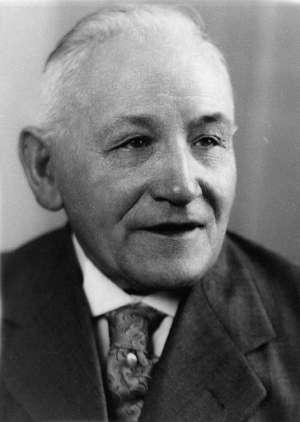 Kaspar Lautz Kaspar Lautz, Buchdruckermeister 1901 Gründer der Druckerei Lautz in Asbach * 4. Januar 1875 in Trier, † 29. Januar 1958 in Asbach